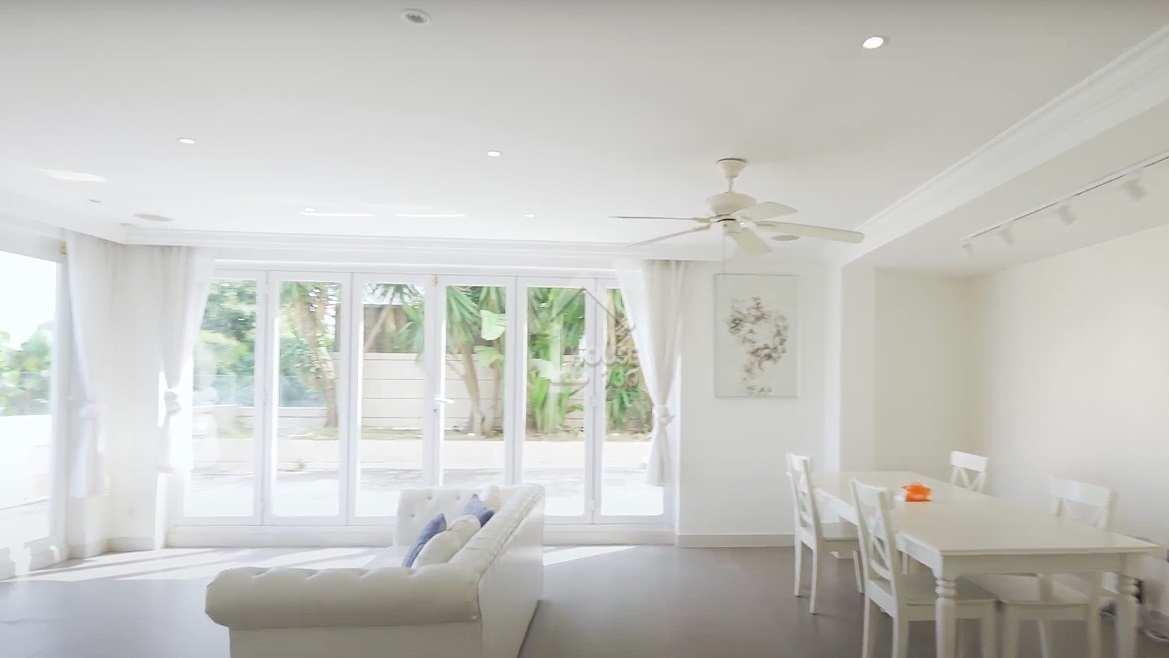 客飯廳落地玻璃享天然採光 白色主調高雅